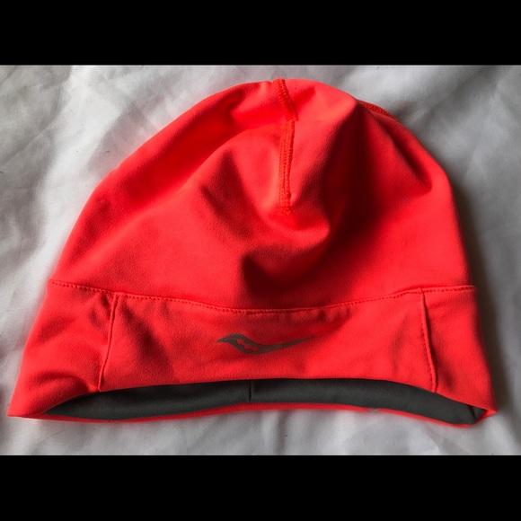 ce0648b411e Saucony Women s Drylete Ponytail Skull cap. M 5a78a4b184b5ce7f6ab9c54a